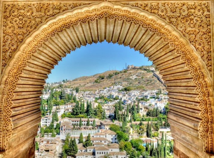 Arched_viewpoint_in_the_Alhambra_Palace