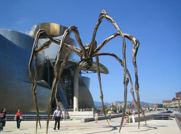 Spider_Maman_and_Guggenheim_museum_at_Bilbao
