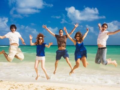 happy-people-on-the-beach